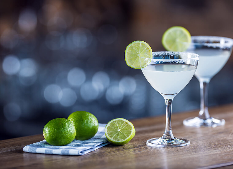 Margarita on a bar with limes